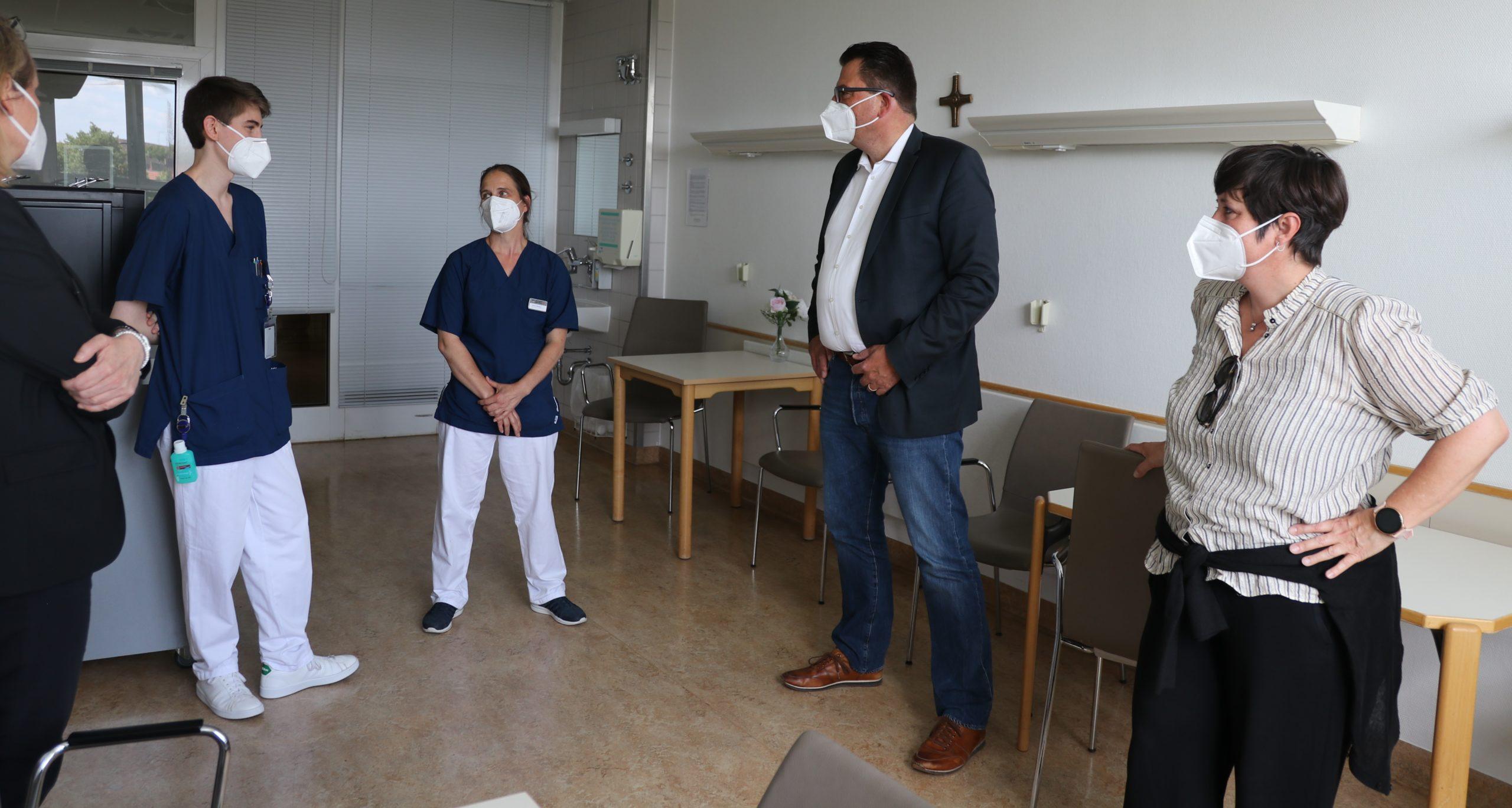 Besuch SPD-Abgeordnete Fraktion vor Ort | Sankt Gertrauden-Krankenhaus